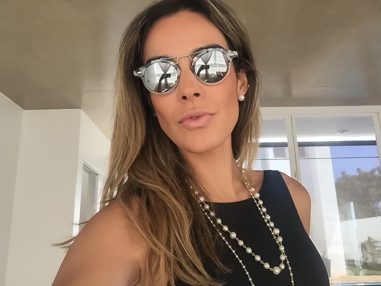 Arine Pellegrini óculos de sol Spektre Cosmopolis e jóias Antonio Carlos